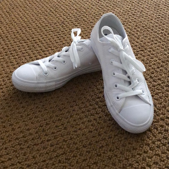 f081ed9b4af9 Converse Shoes - Women s White Leather Converse Size 6